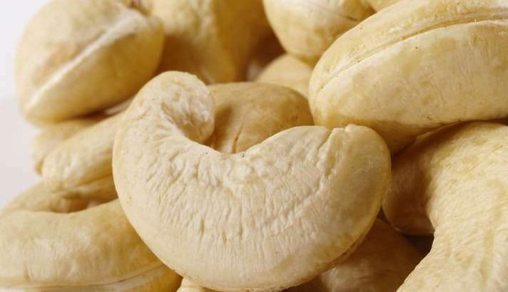 Organic Whole Raw NO 1 Cashew Nuts Cashews – 500gm (FOR EXPORT TO CANADA AND AMERICA)