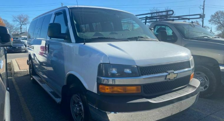 2008 Chevrolet Express in White